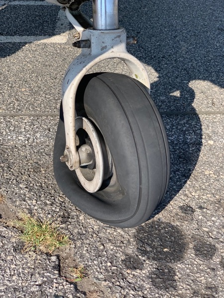 Cessna 172 popped tire